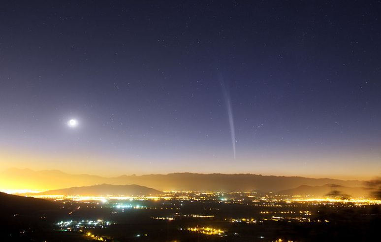 Here's a pic of Comet Lovejoy the southern hemisphere peeps enjoyed recently. ISON could make even this look meh.